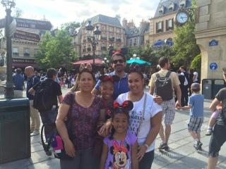 familyparis3_almontesabroad